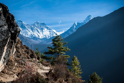 Ama Dablam「A mountain scene with Mount Everest and Ama Dablam Mountains」:スマホ壁紙(11)