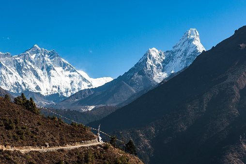 Ama Dablam「A mountain scene with Mount Everest and Ama Dablam Mountains」:スマホ壁紙(4)