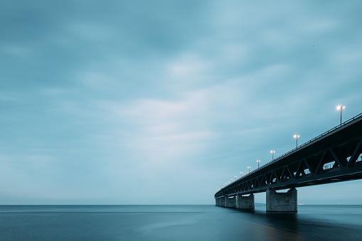Overcast「Oresund Bridge at Dusk」:スマホ壁紙(4)