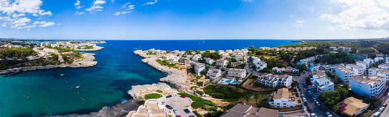 Villa「Spain, Mallorca, Portocolom, Aerial view of Punta des Jonc, Bay of Cala Marcal」:スマホ壁紙(12)