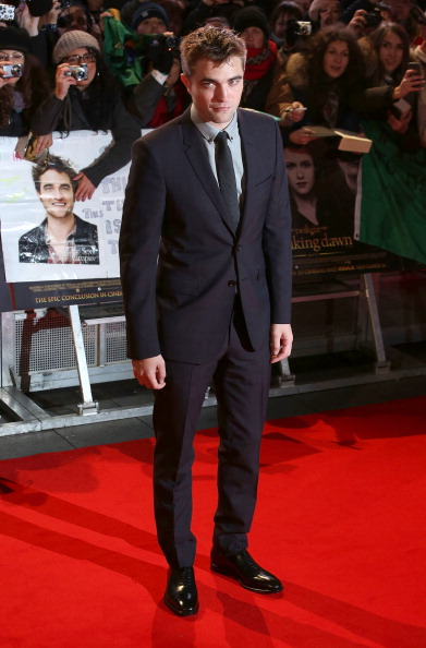Robert Pattinson「The Twilight Saga: Breaking Dawn Part 2 - UK Premiere - Arrivals」:写真・画像(11)[壁紙.com]