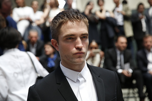 Robert Pattinson「Dior Homme : Arrivals - Paris Fashion Week - Menswear Spring/Summer 2017」:写真・画像(3)[壁紙.com]