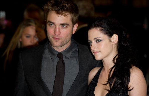 Robert Pattinson「The Twilight Saga: Breaking Dawn Part 1 - UK Premiere」:写真・画像(2)[壁紙.com]