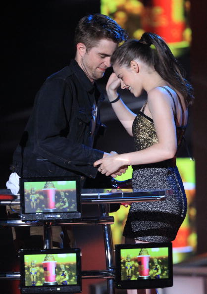 Robert Pattinson「2010 MTV Movie Awards - Show」:写真・画像(6)[壁紙.com]