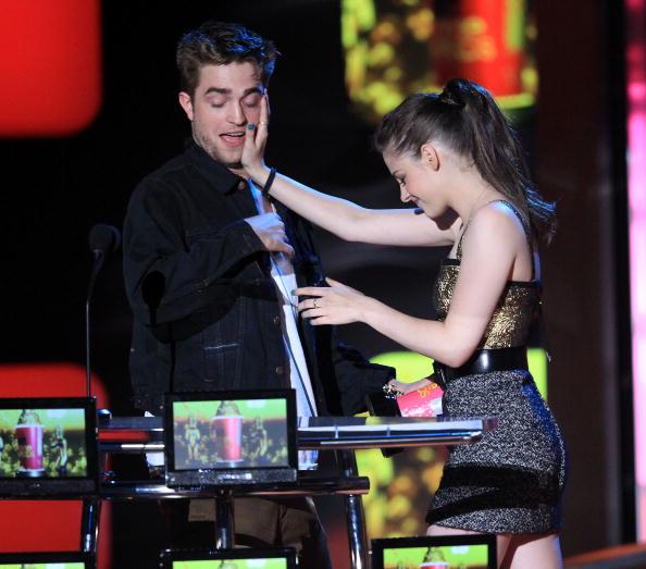 Robert Pattinson「2010 MTV Movie Awards - Show」:写真・画像(13)[壁紙.com]