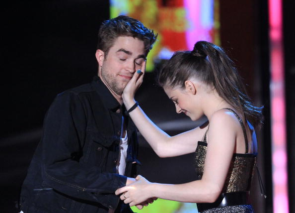 Robert Pattinson「2010 MTV Movie Awards - Show」:写真・画像(7)[壁紙.com]