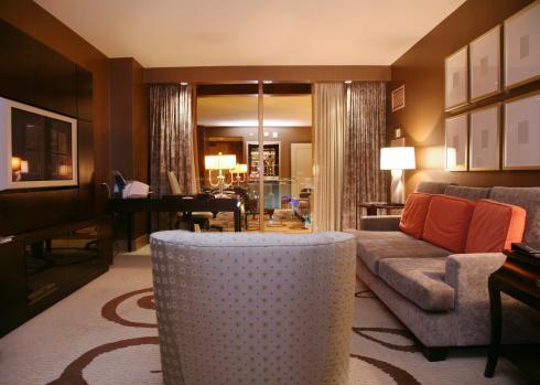 夜「高級ホテルのスイートでのご宿泊」:スマホ壁紙(18)