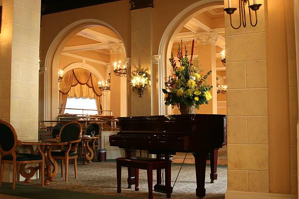 Luxury hotel lobby with piano. Grand foyer entrance. Seating.:スマホ壁紙(壁紙.com)
