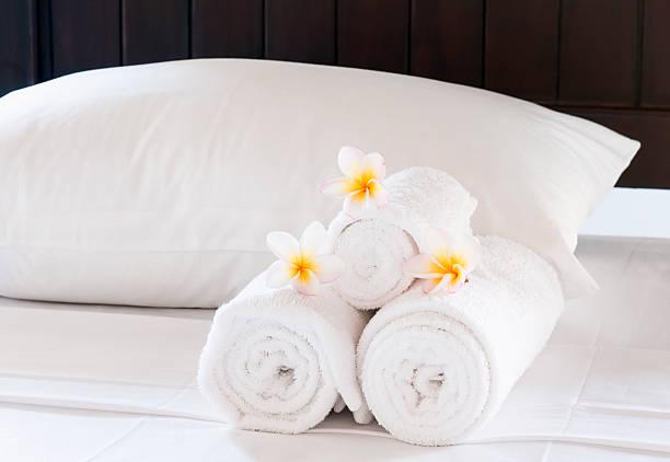 Luxury Hotel Bed Close-Up:スマホ壁紙(壁紙.com)