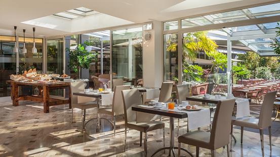 Napkin「Luxury hotel restaurant table and chairs setting」:スマホ壁紙(0)