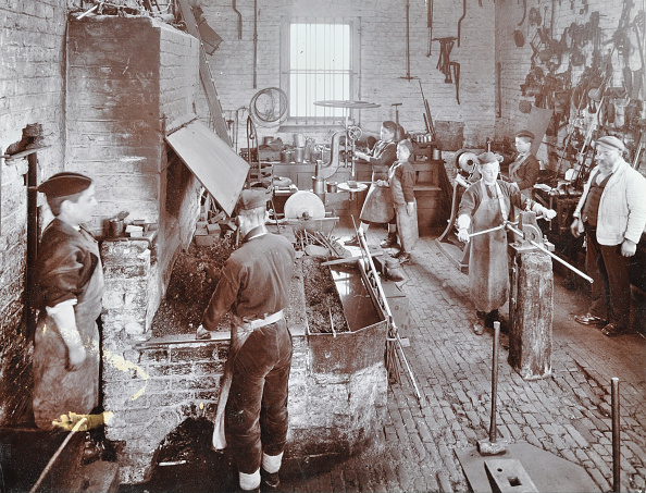 Edwardian Style「Boys At Work In The Smith'S Shop, Feltham Industrial School, London, 1908」:写真・画像(18)[壁紙.com]