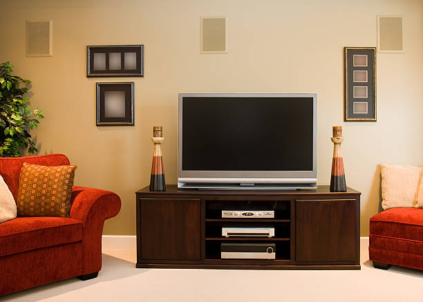 Widescreen Television in Family Room:スマホ壁紙(壁紙.com)