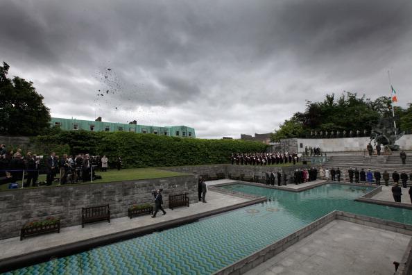 Chris Jackson「Queen Elizabeth II's Historic Visit To Ireland - Day One」:写真・画像(16)[壁紙.com]