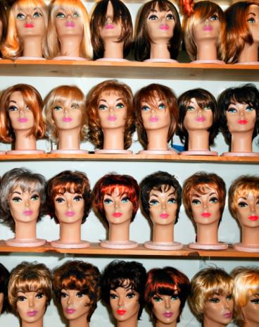 Female Likeness「Rows of female mannequin heads on shelves」:スマホ壁紙(9)