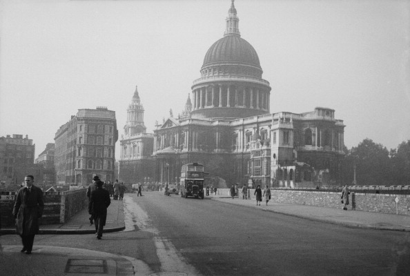 Double-Decker Bus「St Paul's Cathedral, London」:写真・画像(6)[壁紙.com]
