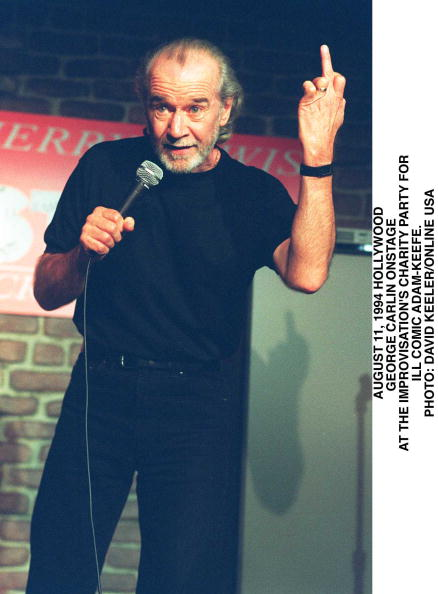 David Keeler「George Carlin Onstage At The Improvisation's Charity Party For Ill Comic Adam」:写真・画像(19)[壁紙.com]
