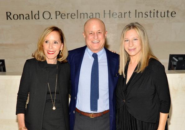 Visit「Barbra Streisand Visits The Ronald O. Perelman Heart Institute」:写真・画像(19)[壁紙.com]