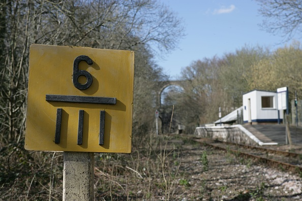Finance and Economy「Combe on the Liskeard to Looe branch line showing the milepost to Looe. The tiny station is in the background. 2006」:写真・画像(8)[壁紙.com]