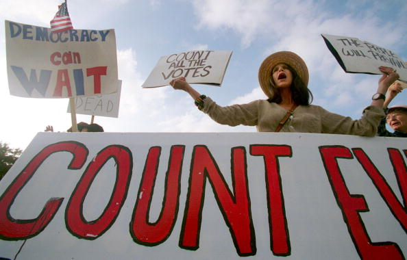 2000「Presidential Protests Continue in Austin, Texas」:写真・画像(15)[壁紙.com]