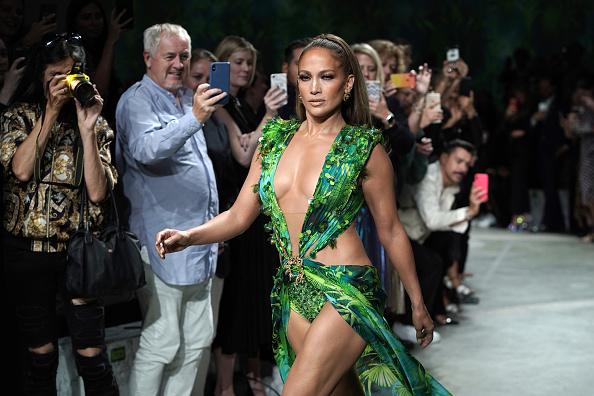 Catwalk - Stage「Versace - Runway - Milan Fashion Week Spring/Summer 2020」:写真・画像(7)[壁紙.com]