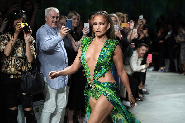 Catwalk - Stage「Versace - Runway - Milan Fashion Week Spring/Summer 2020」:写真・画像(7)[壁紙.com]