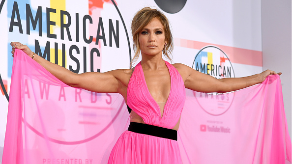 Jennifer Lopez「2018 American Music Awards - Red Carpet」:写真・画像(5)[壁紙.com]