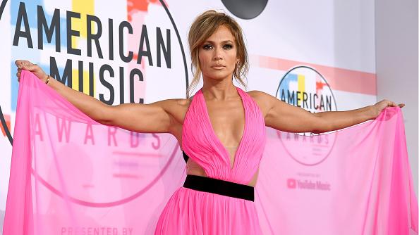 アメリカン・ミュージック・アワード「2018 American Music Awards - Red Carpet」:写真・画像(14)[壁紙.com]