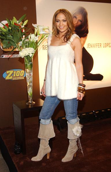 Gray Shoe「Jennifer Lopez Signs New Album At Virgin Mega Store」:写真・画像(16)[壁紙.com]