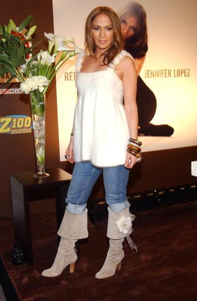 Gray Shoe「Jennifer Lopez Signs New Album At Virgin Mega Store」:写真・画像(15)[壁紙.com]