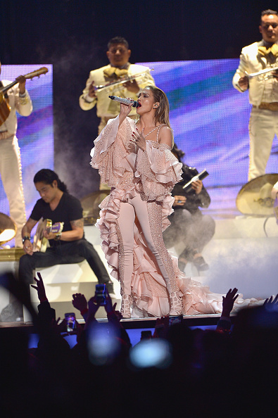 Pink Shoe「2015 Billboard Latin Music Awards - Show」:写真・画像(7)[壁紙.com]