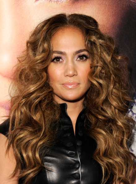 "Wavy Hair「Jennifer Lopez CD Signing To Celebrate Her New Album ""LOVE?"" At The Hard Rock Cafe Hollywood」:写真・画像(18)[壁紙.com]"