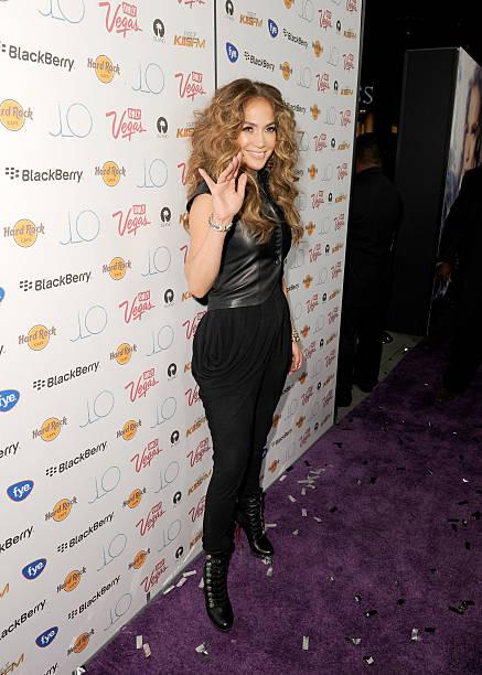"""Jennifer Lopez CD Signing To Celebrate Her New Album """"LOVE?"""" At The Hard Rock Cafe Hollywood:ニュース(壁紙.com)"""