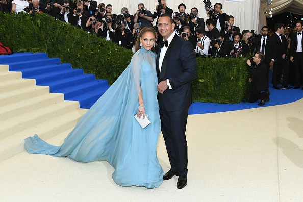 ジェニファー・ロペス「'Rei Kawakubo/Comme des Garcons: Art Of The In-Between' Costume Institute Gala - Arrivals」:写真・画像(11)[壁紙.com]