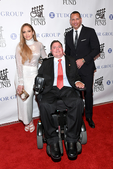 Great Sports Legends Dinner「33rd Annual Great Sports Legends Dinner To Benefit The Buoniconti Fund To Cure Paralysis - Arrivals」:写真・画像(19)[壁紙.com]