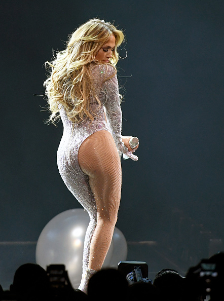 Silver Colored「Jennifer Lopez In Concert - Las Vegas, NV」:写真・画像(3)[壁紙.com]