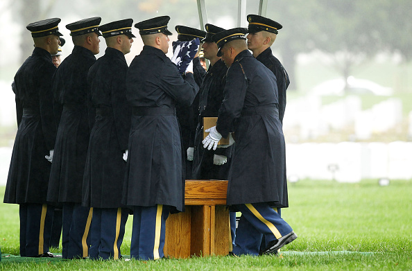 Alex Wong「Burial Held At Arlington National Cemetery For Missing Airman From WWII」:写真・画像(9)[壁紙.com]