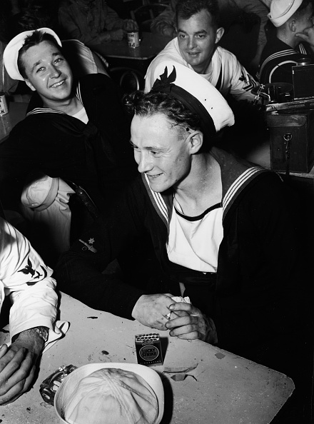 Door「Sailors At The Stage Door Canteen In New York City」:写真・画像(11)[壁紙.com]