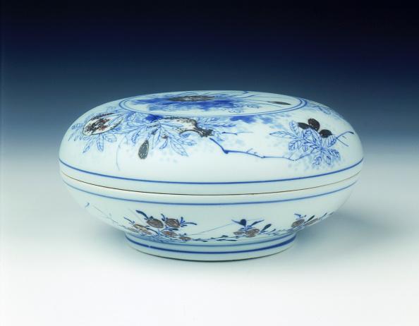 Chrysanthemum「Covered box, early Kangxi period, Qing dynasty, China, 1662-1677.」:写真・画像(13)[壁紙.com]