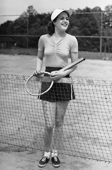 Adult「Woman at tennis court」:写真・画像(3)[壁紙.com]
