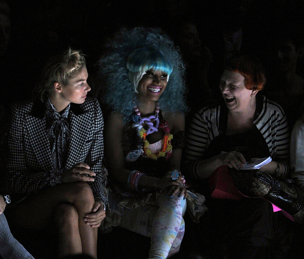 Spring Collection「Betsey Johnson - Front Row - Spring 2012 Mercedes-Benz Fashion Week」:写真・画像(19)[壁紙.com]