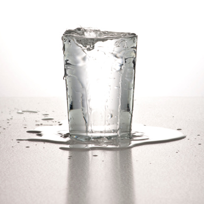 Overflowing「glassofwater3」:スマホ壁紙(13)