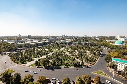 Russian Military「Amir Temur Square from the famous Soviet-built Hotel Uzbekistan in central Tashkent, Uzbekistan」:スマホ壁紙(11)