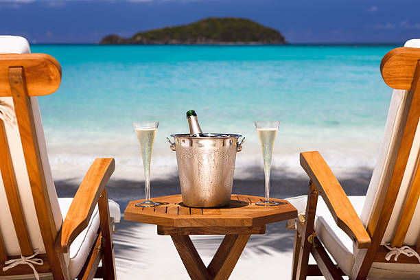 champagne and recliners on a tropical beach in the Caribbean:スマホ壁紙(壁紙.com)