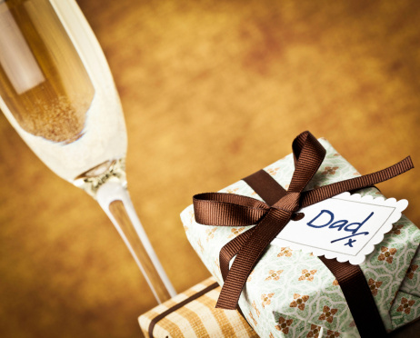 Father's Day「Champagne and Gift for Dad」:スマホ壁紙(2)