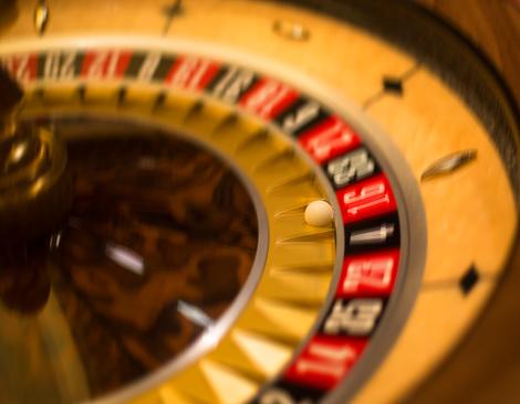 Spinning「Gambling roulette wheel」:スマホ壁紙(15)
