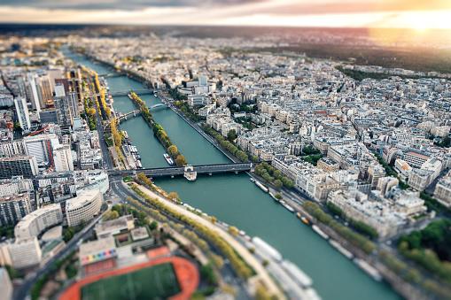 Tilt-Shift「Paris Skyline With Seine River」:スマホ壁紙(5)