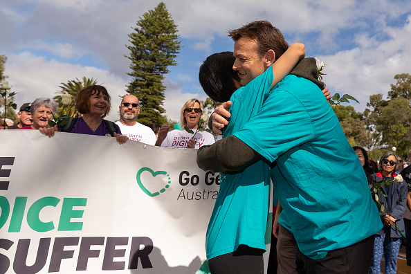 Adam Gilchrist「Belinda Teh Walks from Kings Park to the WA Parliament With Euthanasia Advocates」:写真・画像(17)[壁紙.com]