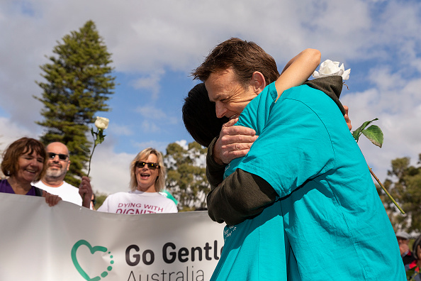 Adam Gilchrist「Belinda Teh Walks from Kings Park to the WA Parliament With Euthanasia Advocates」:写真・画像(16)[壁紙.com]
