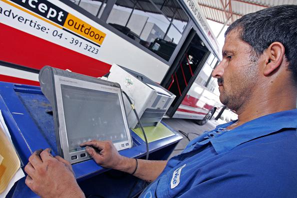 Mid Adult Men「Gargash Motors, Al Qouz,Truck  Mechanics Dubai, United Arab Emirates, June 2007.」:写真・画像(6)[壁紙.com]