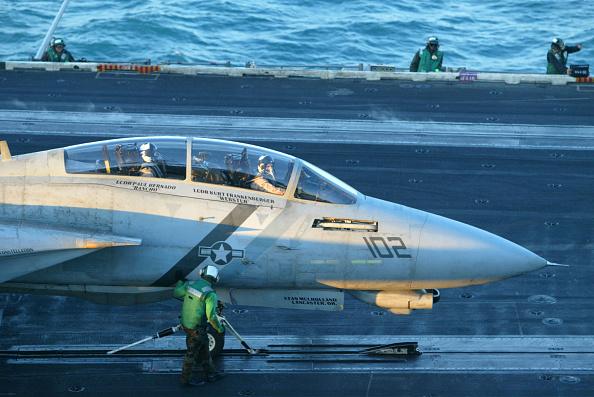 Joe Raedle「Sailors Work Aboard USS Constellation」:写真・画像(16)[壁紙.com]